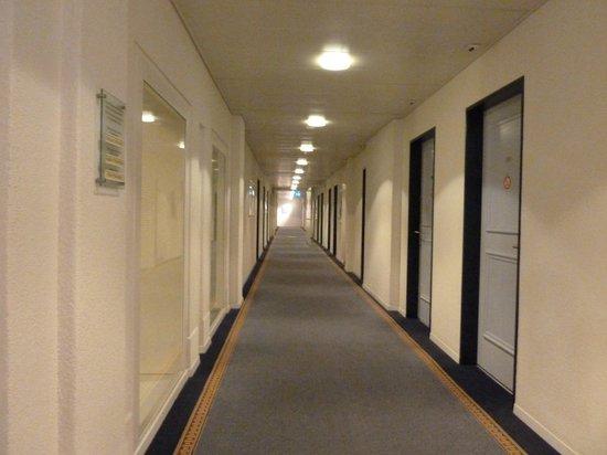 Hotel Bristol : corridor on level