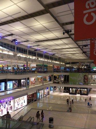 Metromall Panama: Vestíbulo interno de distribución.