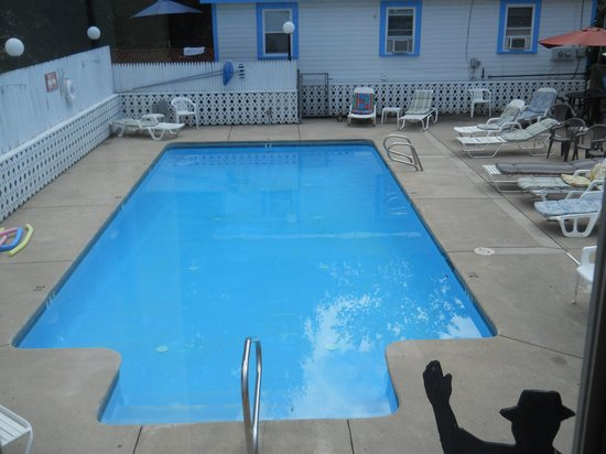 Weirs Beach Motel and Cottages: The Pool