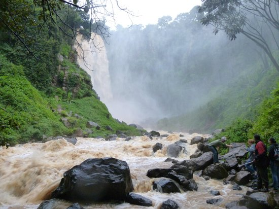 Nyahururu, Kenia: this photo is taken at the base of the falls