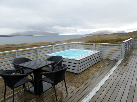 Hotel Glymur: private hot tub and view