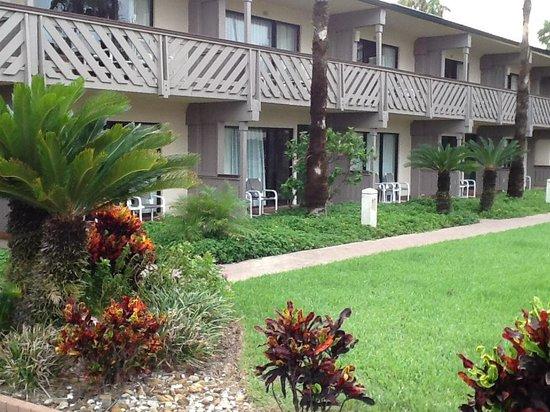 Isla Grand Beach Resort: Cabanas are great location!
