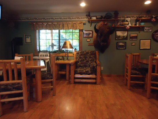 Trout Lake Valley Inn: dining area where the sweet potato waffles ROCK !