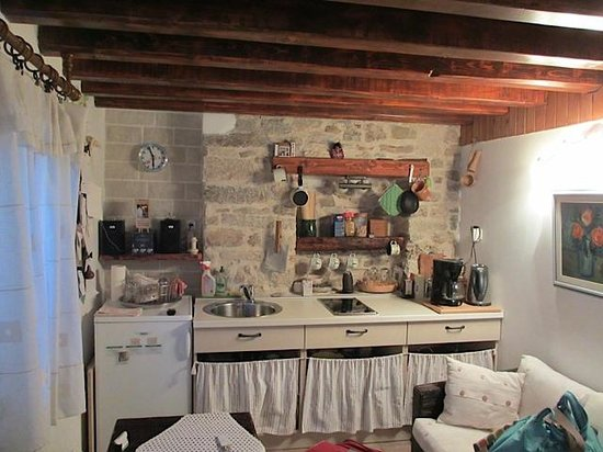 Salvezani Apartment: Sitting/kitchen area