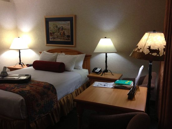 Best Western Plus Frontier Motel: The room