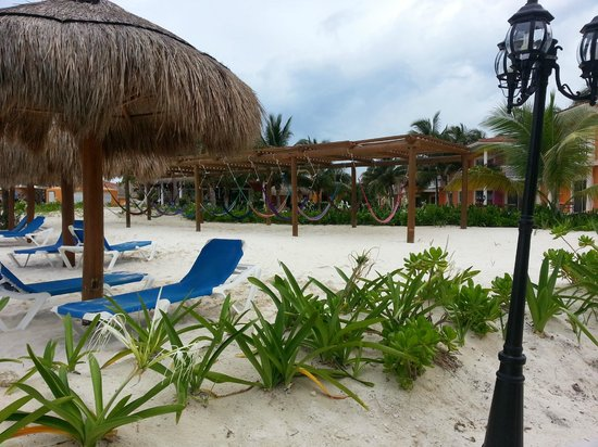 Ocean Maya Royale: a bunch of hammocks always available for lounging