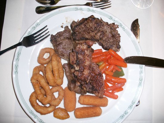 Enotel Quinta do Sol: Evening meal with good choice, here beef and pork with veg.