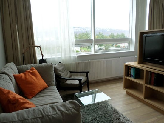 Icelandair Hotel Akureyri: couch and view
