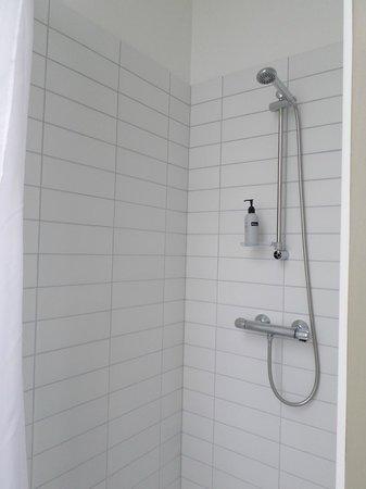 Icelandair Hotel Akureyri: shower
