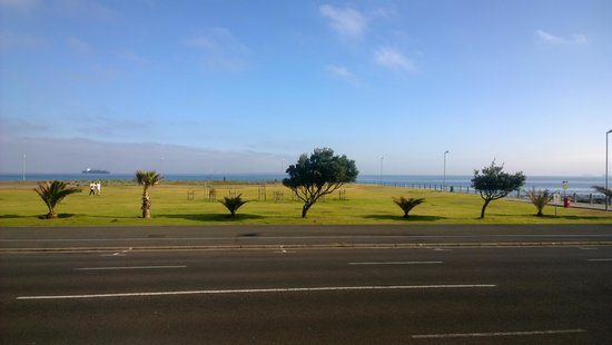 Dolphin Inn Guesthouse, Mouille Point: view from Dolphin inn