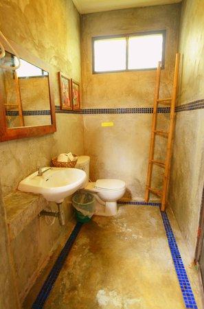 Phi Phi Villa Resort: ห้องน้ำ