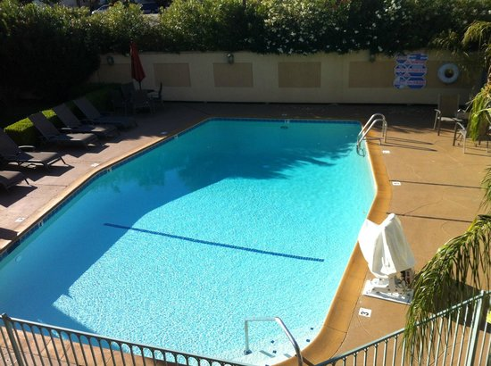 BEST WESTERN Inn: Outdoor swimming pool