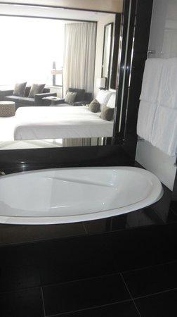 Crown Metropol Perth: Bath and bed