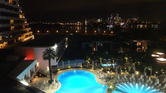 Pool at night picture of crown metropol perth burswood for Pool show perth