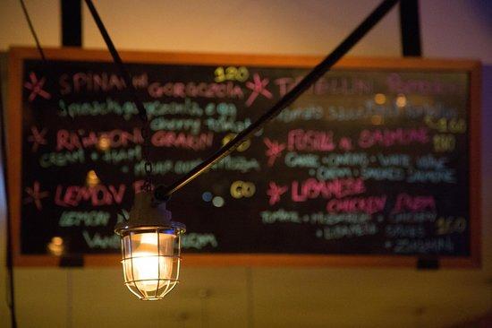 Luna Pub Danang: Retro decoration