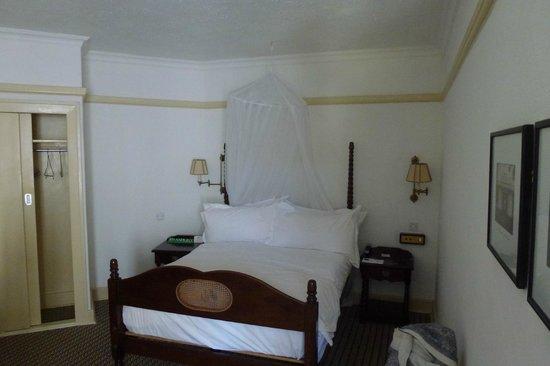 The Victoria Falls Hotel : cama