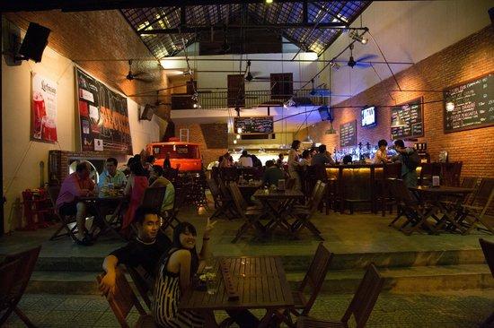 Luna Pub Danang: From the street