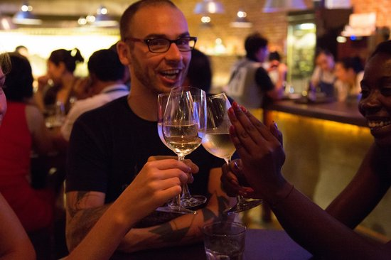 Luna Pub Danang: Cheers