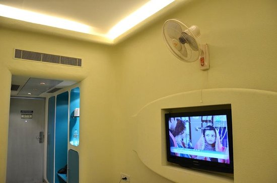The Golden Crown Hotel & Spa Colva: The AC Vent in the wall..
