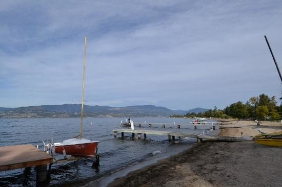 Lakeshore Bed & Breakfast: View of Lake Okanagan from back of house.