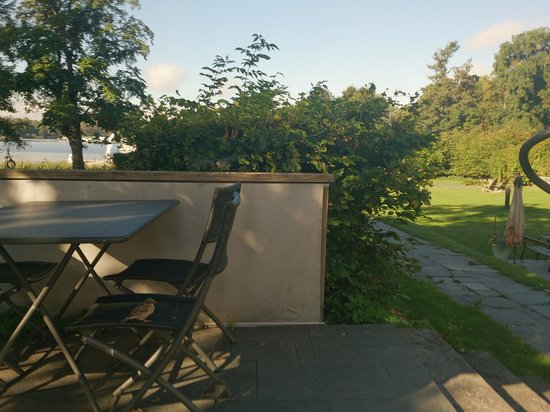 Villa Kallhagen : Having breakfast on the terrace