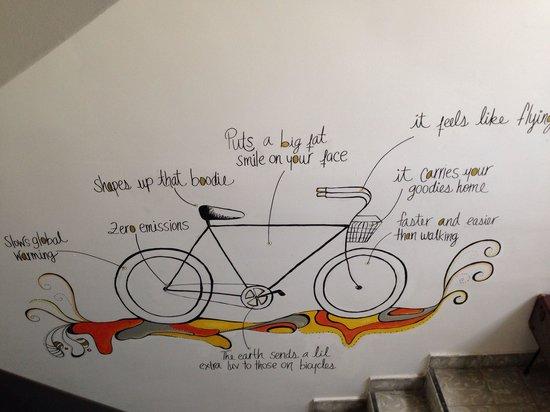 Tantalo Hotel / Kitchen / Roofbar: Arte por LinaTé - esta en las escaleras :)