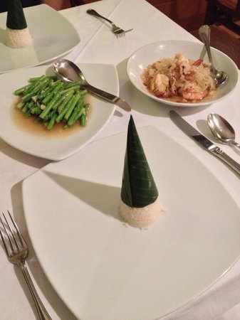 Thanying: Pomello & prawn salad, asparagus and rice