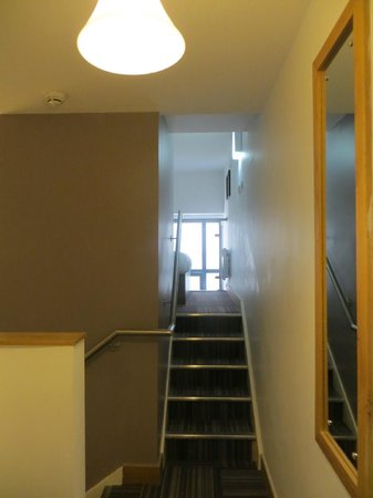 Richmond Place Apartments : stairs to the room