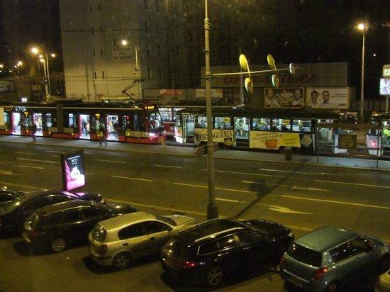 Hotel Otakar: Busy street