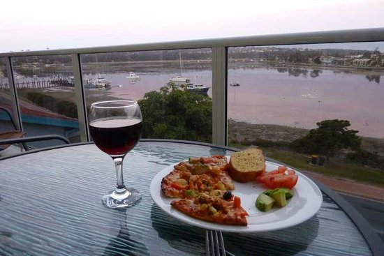Albacore Apartments : Dinner on the balcony, soaking up the views