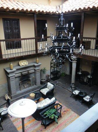 Tierra Viva Cusco Plaza: Courtyard next to breakfast room