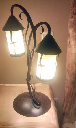 Niwot Inn & Spa: Custom made lamps throughout suites
