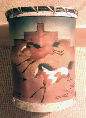 Niwot Inn & Spa : Even the trash cans are pieces of art!