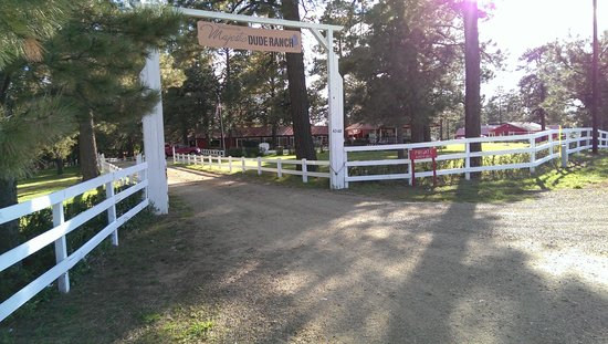 Majestic Dude Ranch: Entrance