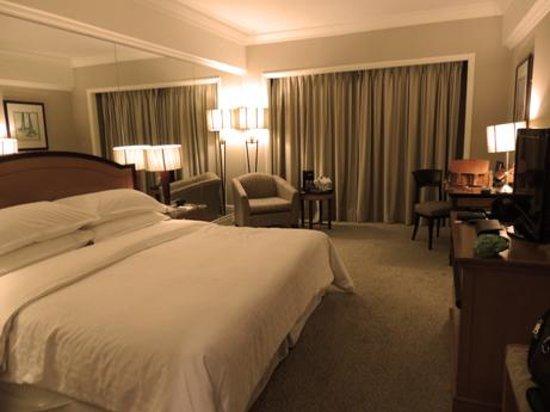 Sheraton Surabaya Hotel & Towers: room