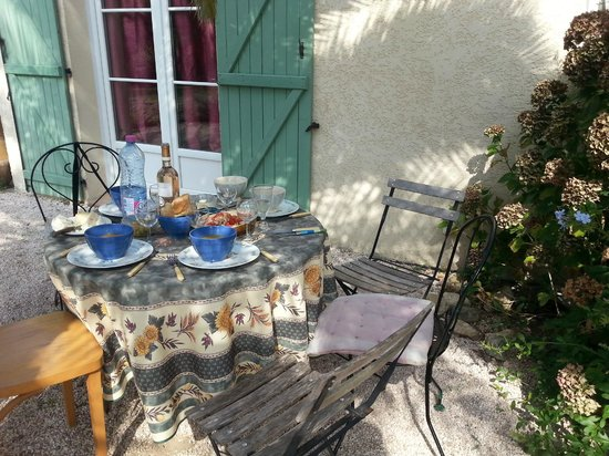 Amandari : The front patio of the gîte