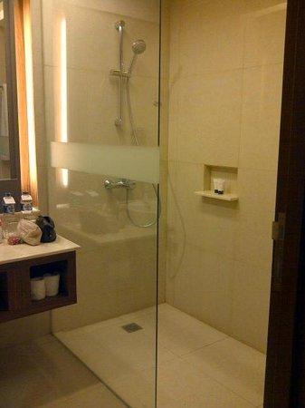 Grand Aston Yogyakarta: kamar mandi cukup bersih