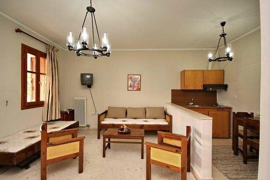 Hotel Marialena: Living-room & Kitchen