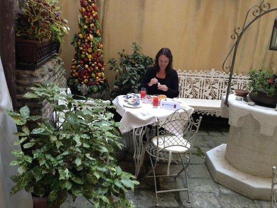 Ca' Pagan: Breakfast in the backyard