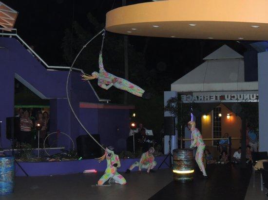Tamarijn Aruba All Inclusive : Circus show Cunucu Terrace