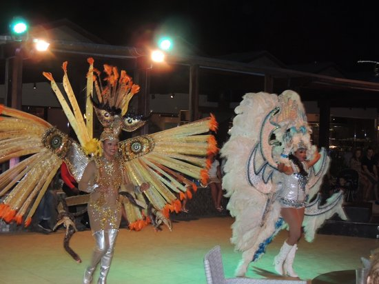 Tamarijn Aruba All Inclusive : Carnaval show Pelican Bar