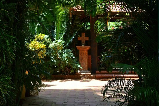 Bougainvillea Guest House Goa: Entrance to the guesthouse