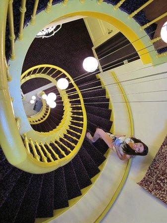 Hotel Van Eyck: Stairwell
