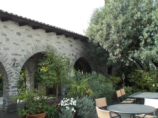 Arcadia Restaurant: Outdoor Dining - Stone Arches