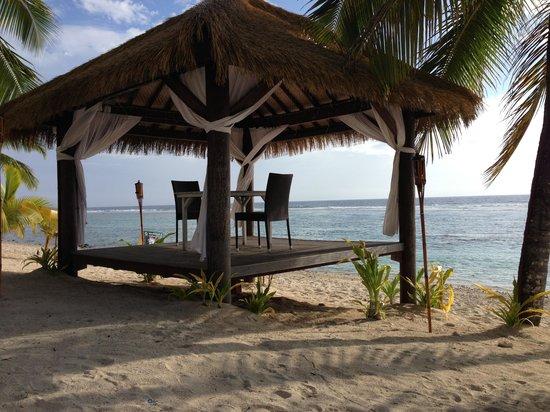 Oceans Restaurant & Bar: Dinner on the beach