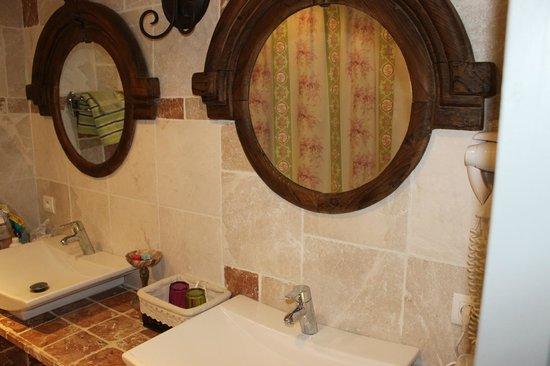 Le Moulin De Bonfilhon : la salle de bain