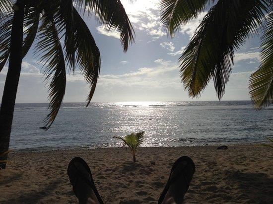 Oceans Restaurant & Bar: Happy hour on the beach