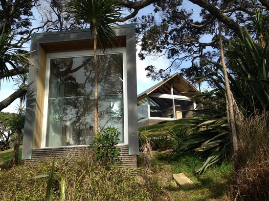 Ara Roa Accommodation - Whangarei Heads: The Glasshouse from the walkway