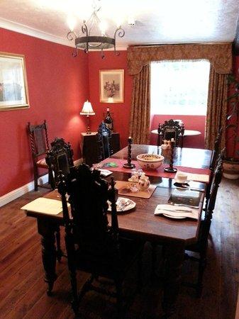 Braithwaite Hall: lovely breakfast room and breakfast