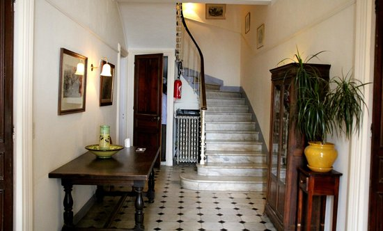 La Rivolte: main entranceway